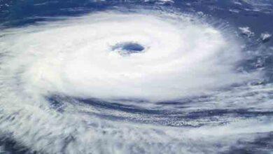 الإعصار البحري هو رياح عنيفة على صورة دوامة تتحرك في مسار ضيق فوق اليابسة
