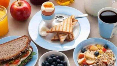 تعد فطورا صحيا يشتمل على جميع العناصر الغذائية