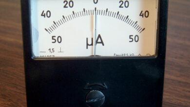 جهاز يستخدم لقياس التيارات الكهربائية الصغيرة جداً