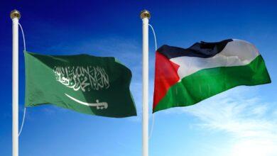 في عام ١٣٩٣ ه أمر ........ بقطع إمدادات النفط عن الدول المتعاونة مع إسرائيل