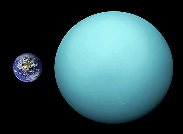 كرة من الجليد والصخور تدور حول الشمس