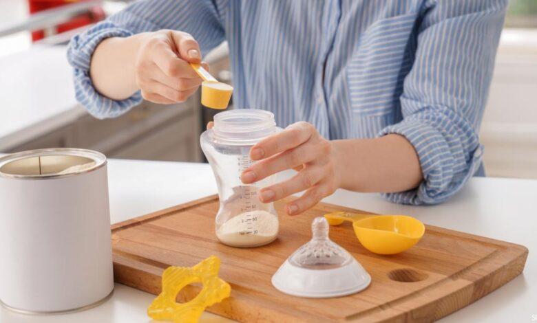 إذا كانت ٢٤ علبة حليب تكفي ٩٦ طفلاً فإن عدد علب الحليب التي تكفي ٢٨ طفلاً بهذا المعدل يساوي ٧ علب.
