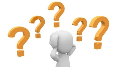 سأل المعلم سالم عن ناتج جمع كسرين متشابهين باستخدام النماذج فكانت إجابته كما في الشكل أدناه فهل إجابته صواب أو خطأ ؟