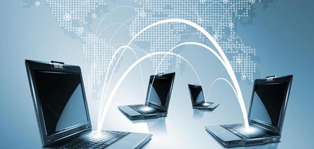 هي برامج حاسوبيه يمارس فيها اللاعب اللعب في بيئه تفاعليه جذابه على جهاز الحاسب او الاجهزه الذكيه باستخدام اللمس او لوحة المفاتيح او الفأره او عصا التحكم