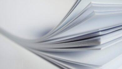 تجميع الورق المستعمل وارساله الى المصانع لاعادة تصنيعه من جديد مثال على