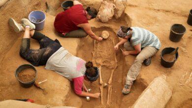 يستطيع علم الآثار التعرف على أعمار بقايا يزيد عمرها على ......سنة ؟